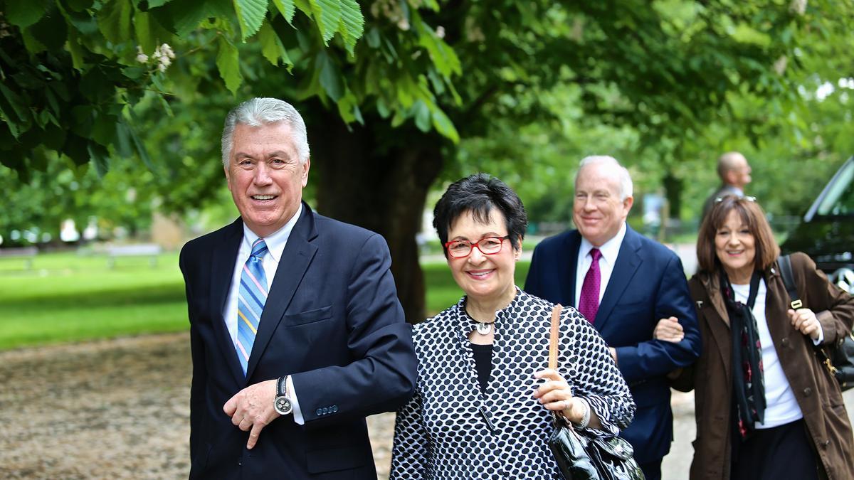 Predsednik Dieter F. Uchtdorf je obiskal svoje rojstno mesto in se družil z evropskimi zvestimi